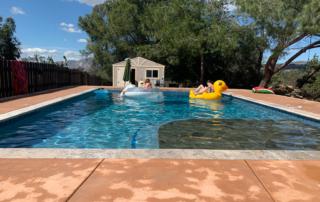 FInest Finish pool with kids on rafts - Laguna