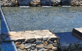 Universal Mini Pebble Black pool with rock walls and water feature