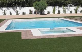 Universal Mini Pebble White pool with tile border