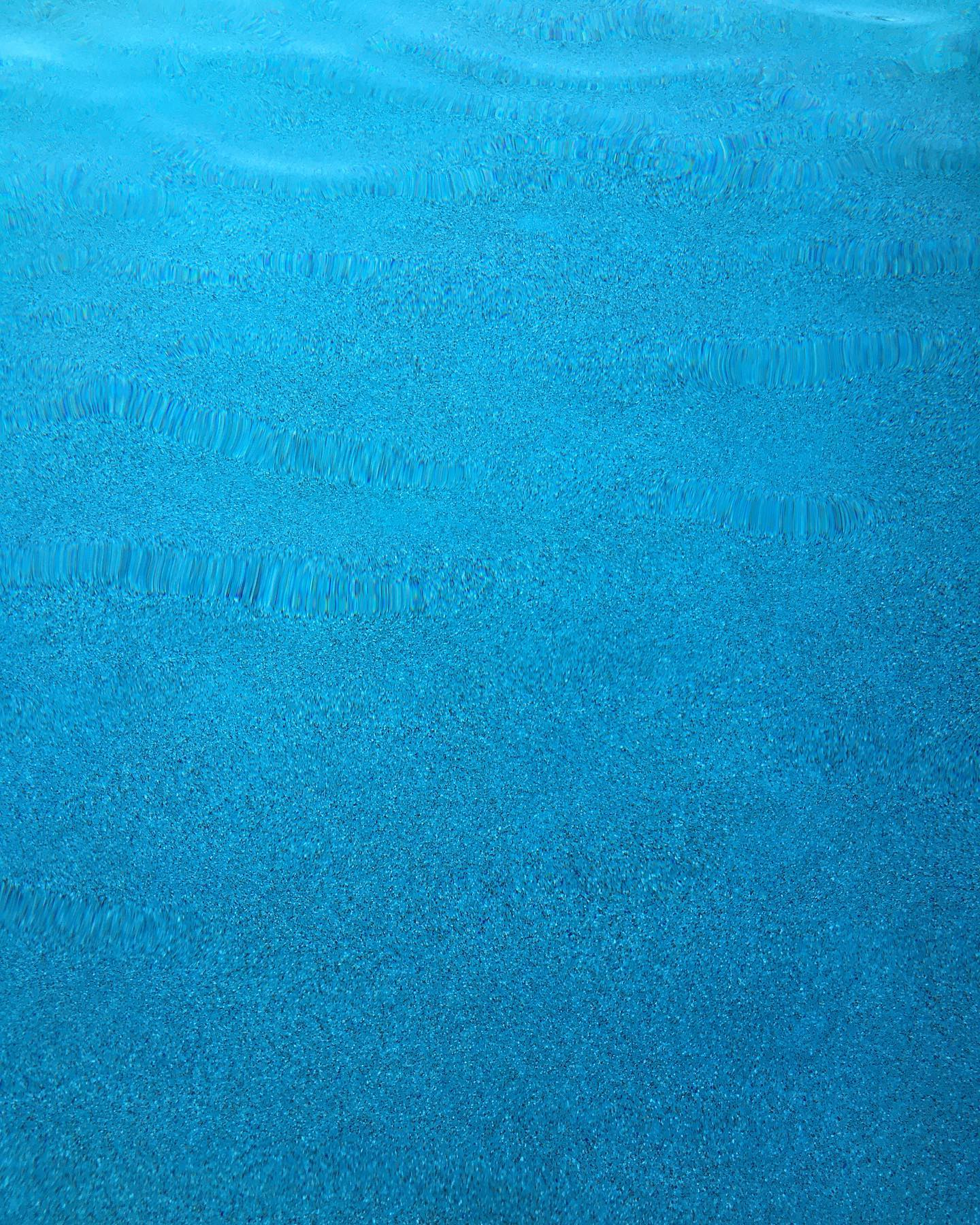 Universal Mini Pebble Agua Azul water color